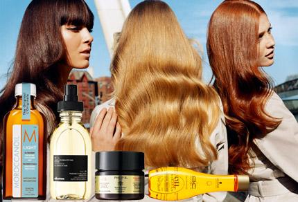 Långa svepande längder vill vi ha. Sätten att uppnå det fulländade håret  har skiftat genom åren. ELLEs Carin Hellman granskar de senaste  revolutionerande ... e3cd6628e3a8c