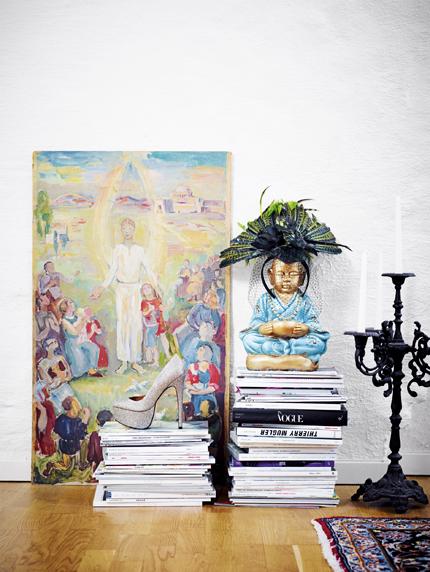 Magasin och talvor som dekor hemma hos Rebecca Simonsson