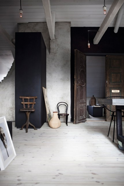 Johans-hem-Stockholm-hall-takbjalkar-stolar120228_mg_7456