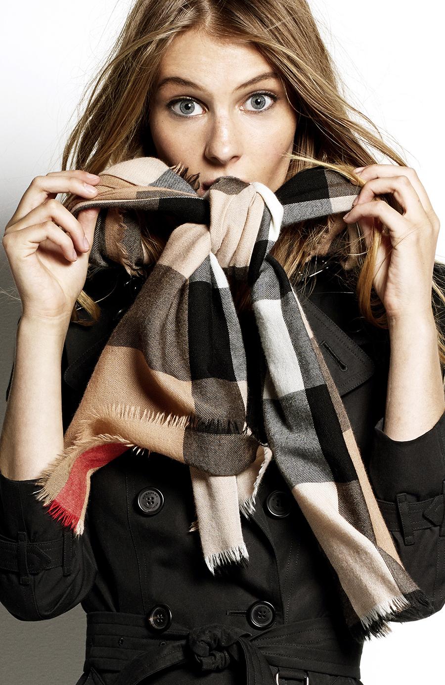 Så bär du halsduken rätt och snyggt – enligt Burberry