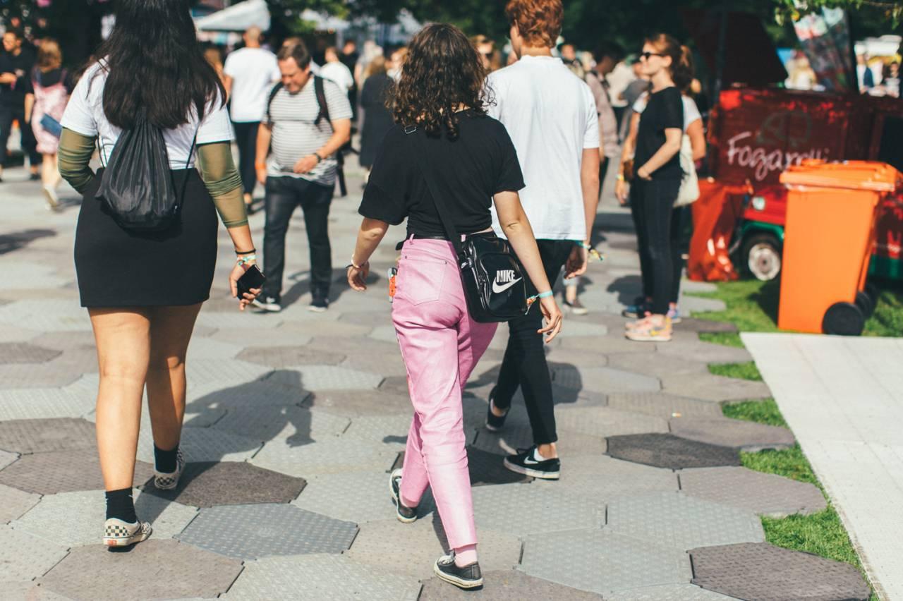 Gäst i rosa jeans.