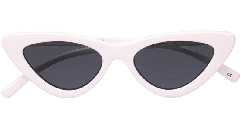 Ett par riktigt vassa solglasögon är ett absolut måste för 2018. Le specs x  Adam Selman är en föregångare på den här trenden. ALLA coola influncers av  rang ... 36e5b7ecb55c4