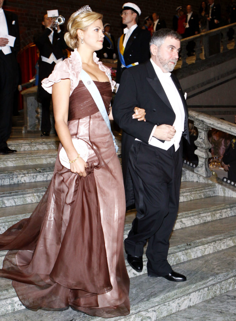 fcd1ca5001f4 På Nobelfesten 2008 bar Madeleine en klänning i puderrosa taft och brun  organza från Lars Wallin.