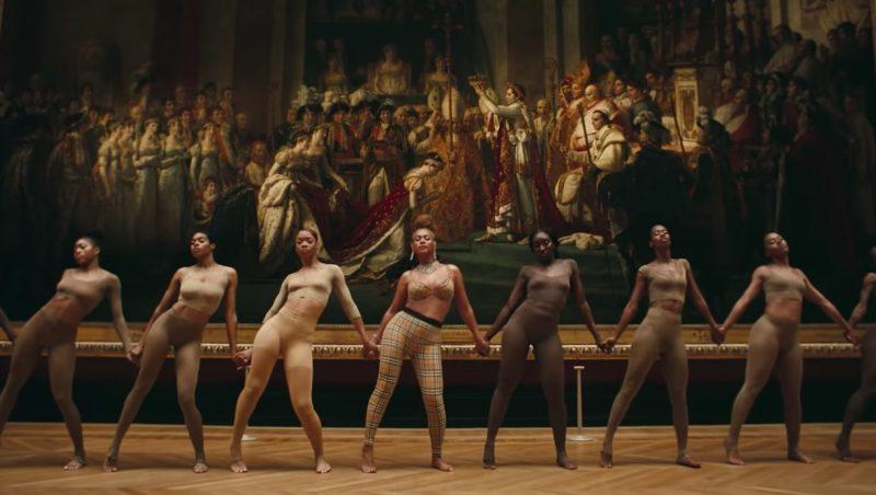 Beyoncé i vintage Burberry.