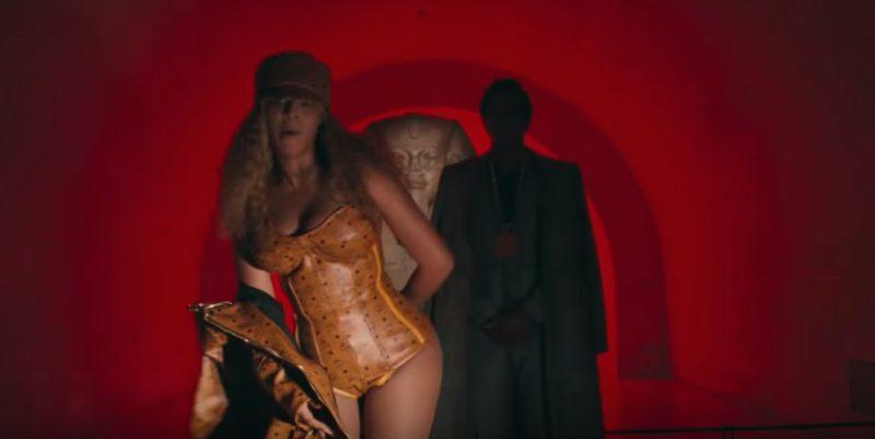 Beyoncé i MCM och skor av Y/Project.