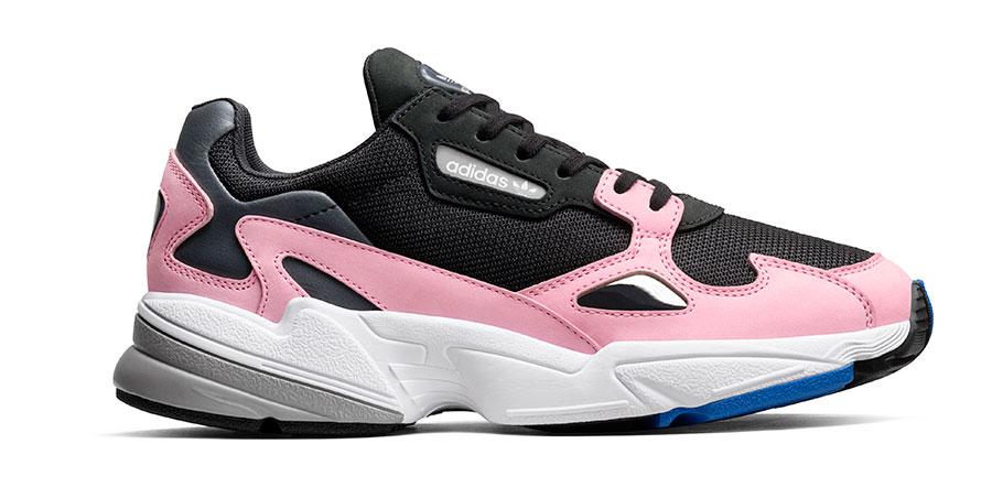 Adidas Falcon finns i ett helg gäng färgkombinationer och kostar 999 kr 1a1cca540b3be