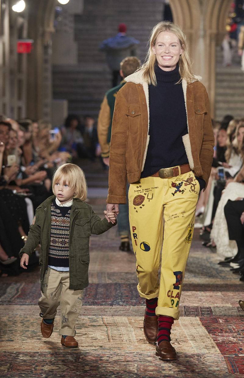 Den svenska toppmodellen Caroline Winberg och hennes bedårande son Casper  på Ralphs megavisning. 5336736d1ed