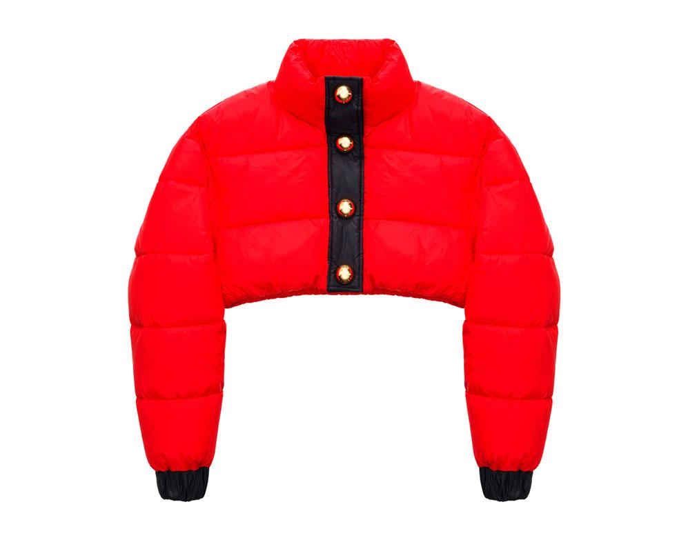 Röd vadderad jacka med svarta och guldiga detaljer H&M x Moschino