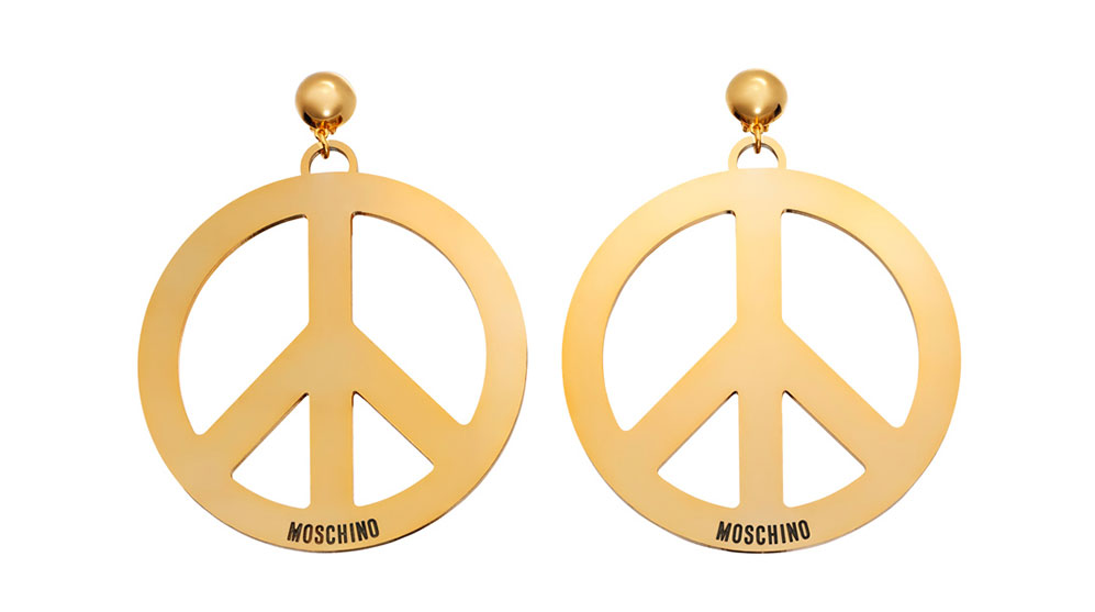 Guldiga örhängen formade som peacemärken H&M x Moschino