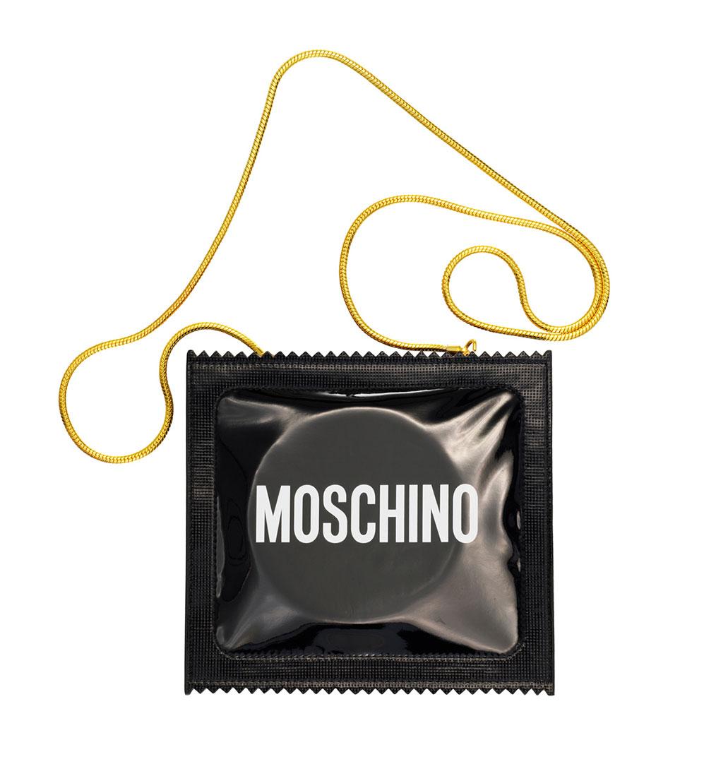 Väska formad som kondomförpackning H&M x Moschino