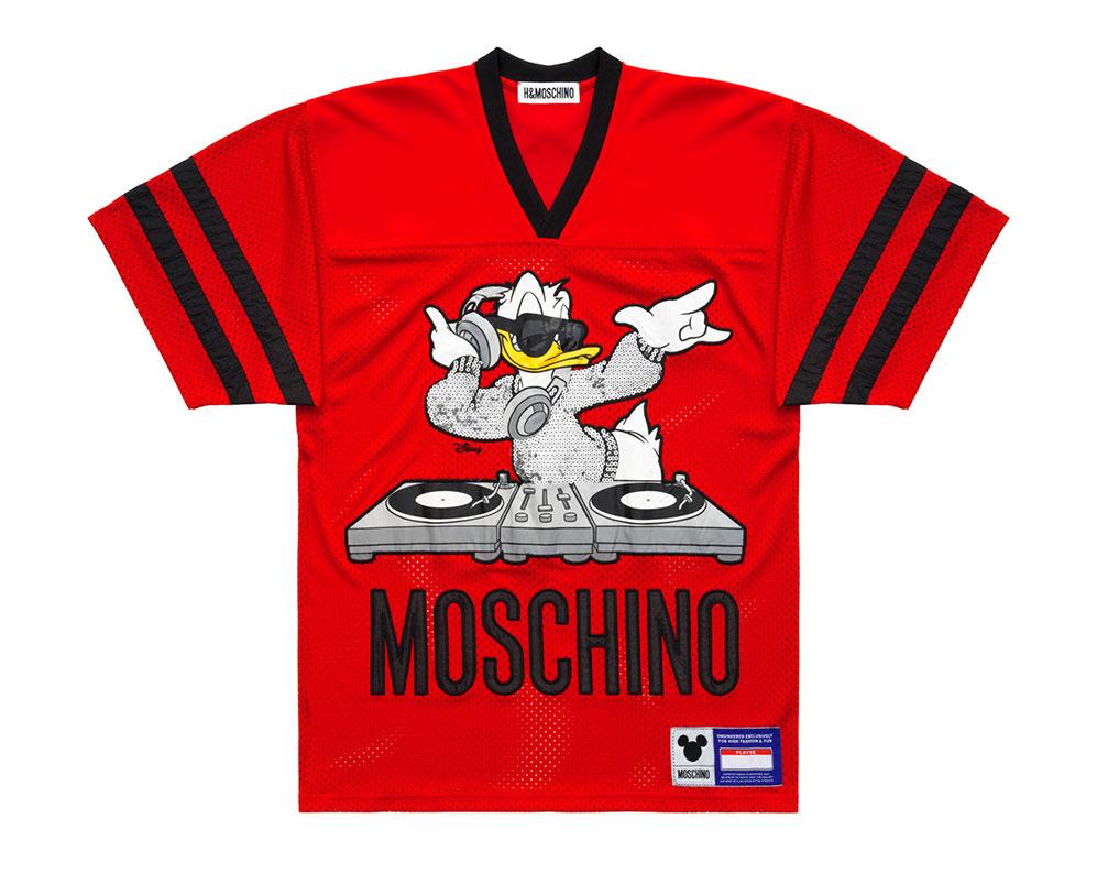 Röd sportig tröja med Kalle Anka Moschino x H&M