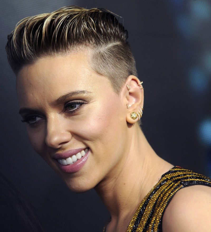 Scarlett Johansson öronpiercing inspiration