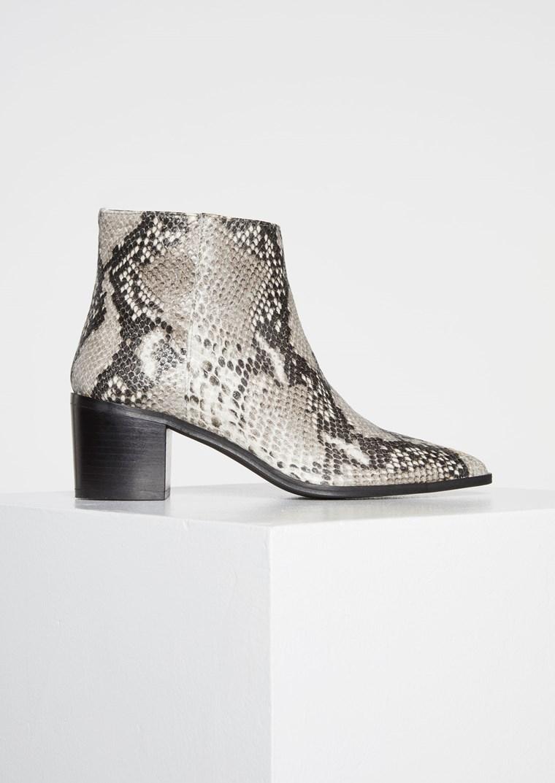 Ormskinn boots