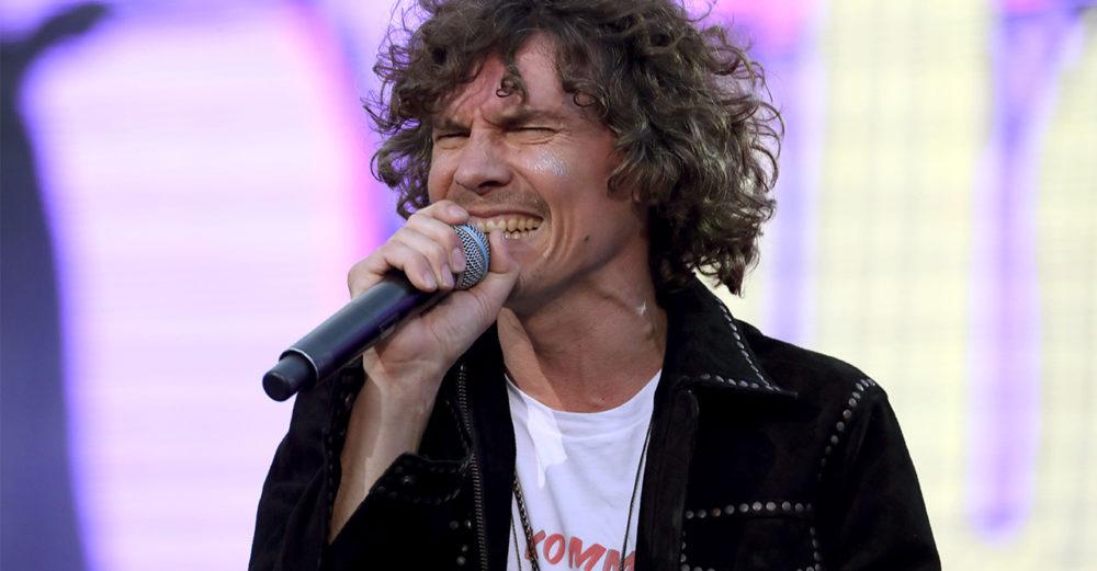 Håkan Hellström är aktuell med singeln Vänta tills våren