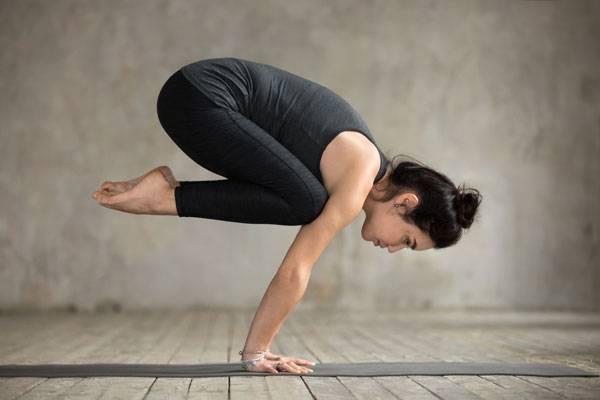 Ashtangayoga är fysiskt utmanande med positioner i olika svårighetsgrader.