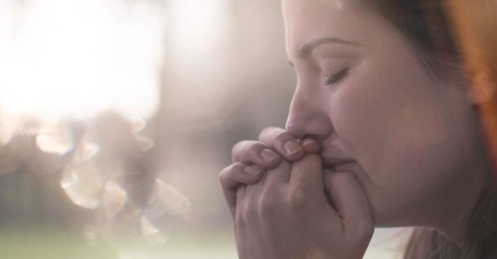 Deprimerad kvinna gråter