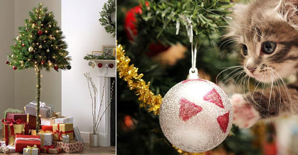 Halv julgran med julklappar plus kattunge med julkula