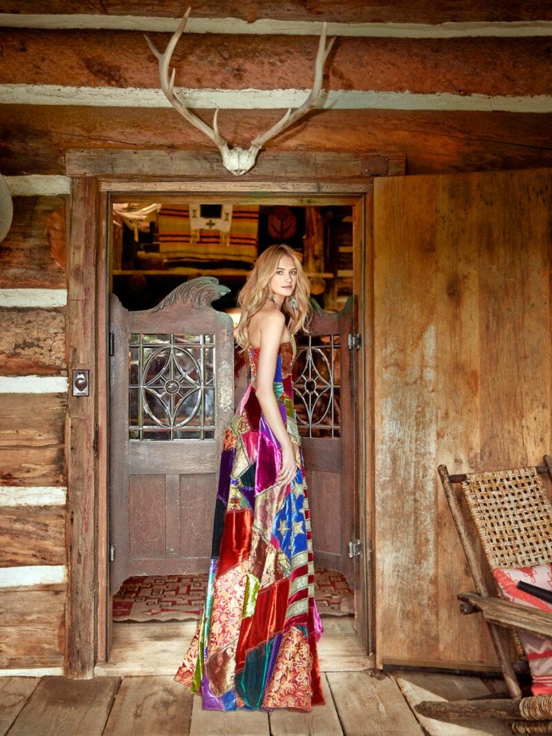 Sanne Vloel i patchworkklänning och smycken från Ralph Lauren Collection 0cf1e486466