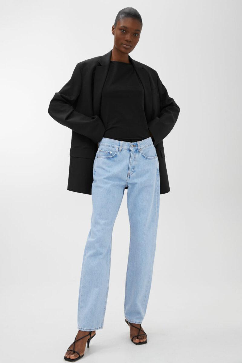 Jeans i vintage modell och ljus tvätt från Arket. ec1752ec26b83