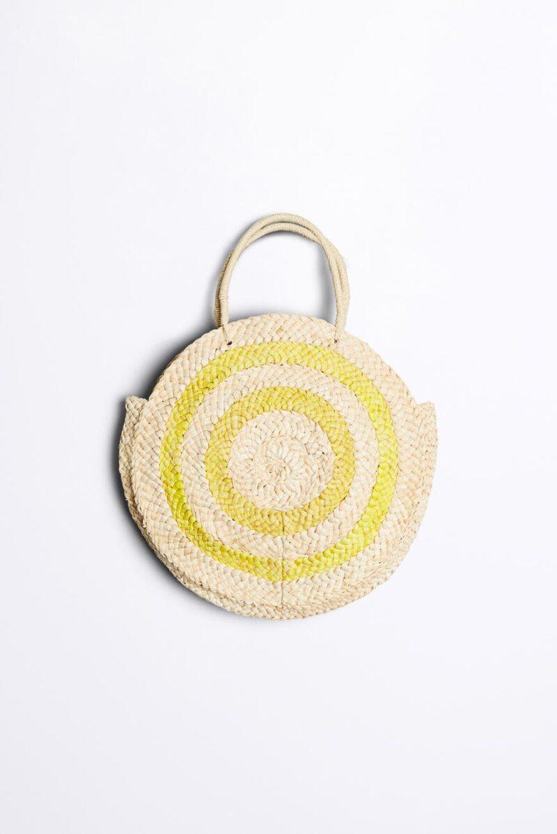 Rund väska med citrongula detaljer från Gina Tricot.