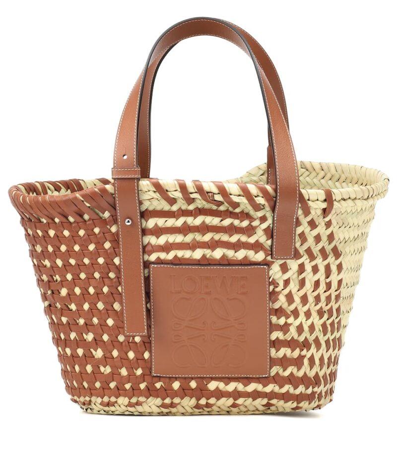 Strandväska med bruna läderdetaljer från Loewe