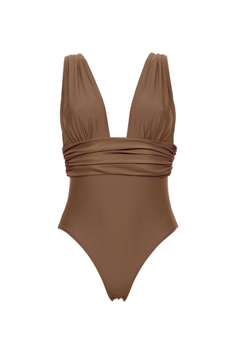 Baddräkt i en hasselnötsbrun nyans med djup urringning, breda axelband och draperad midja från Scampi. Här kan du shoppa baddräkten!