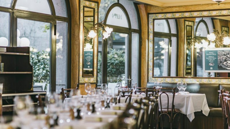 Interiör från restaurangen Lipp i Genève