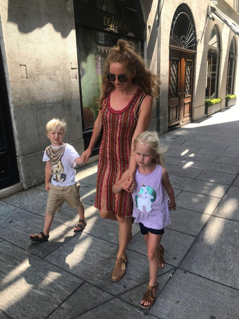 Smyckesdesignern Krista Kretzschmar med barn i Genève