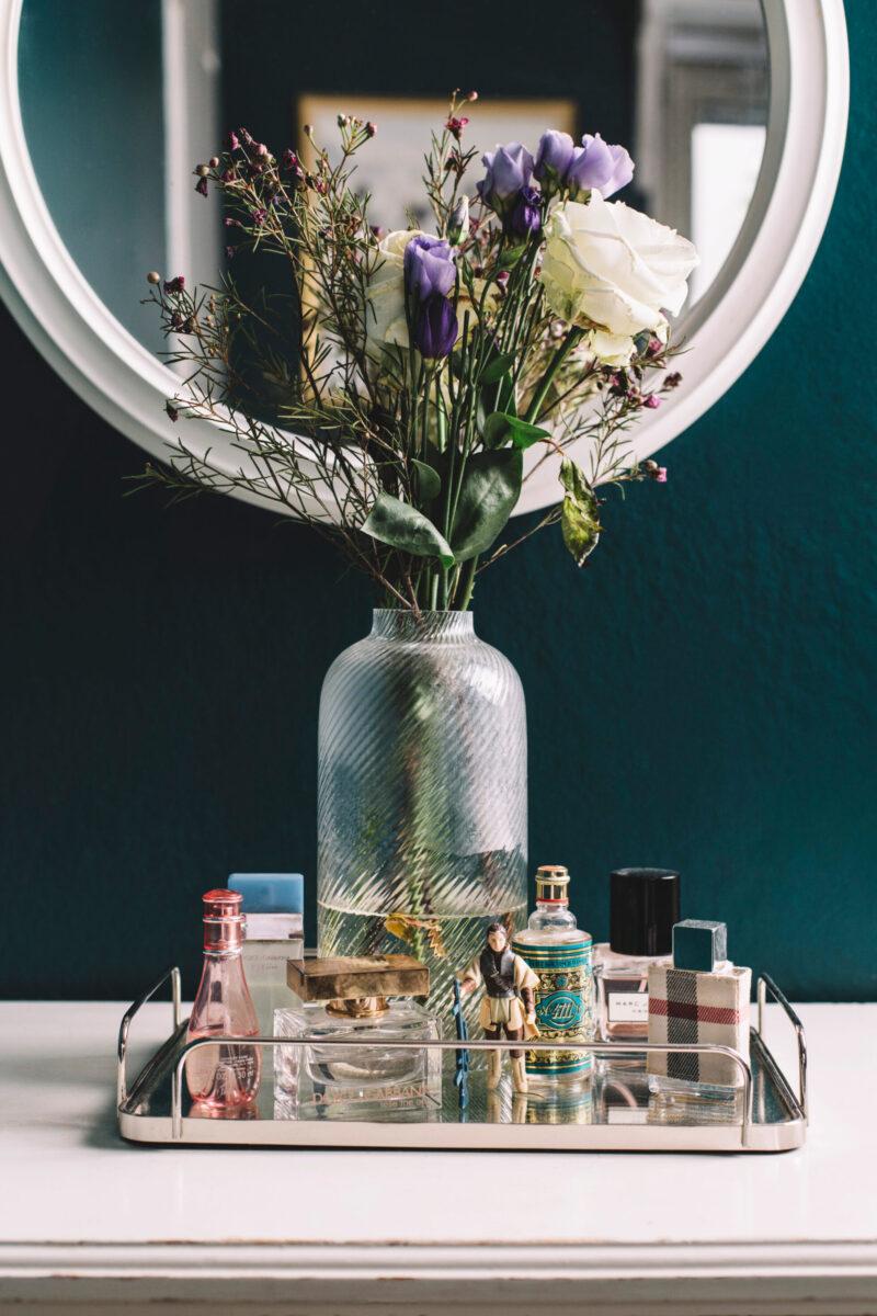 Bricka med parfym, Lazy Sunday morning från Replica och Rose the one från Dolce & Gabbana