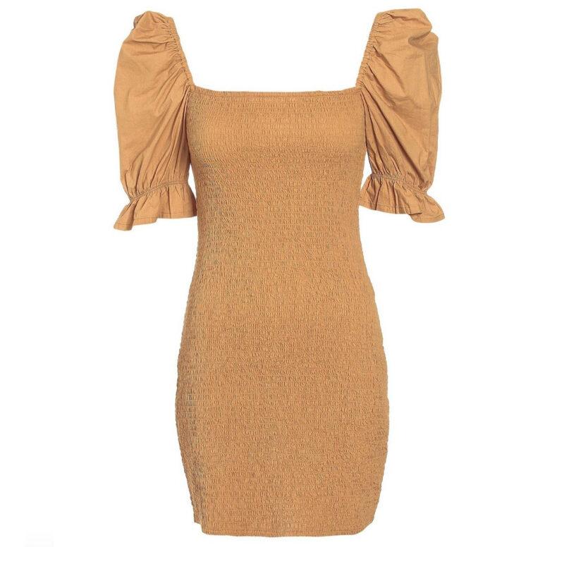 Smockad klänning med puffärmar