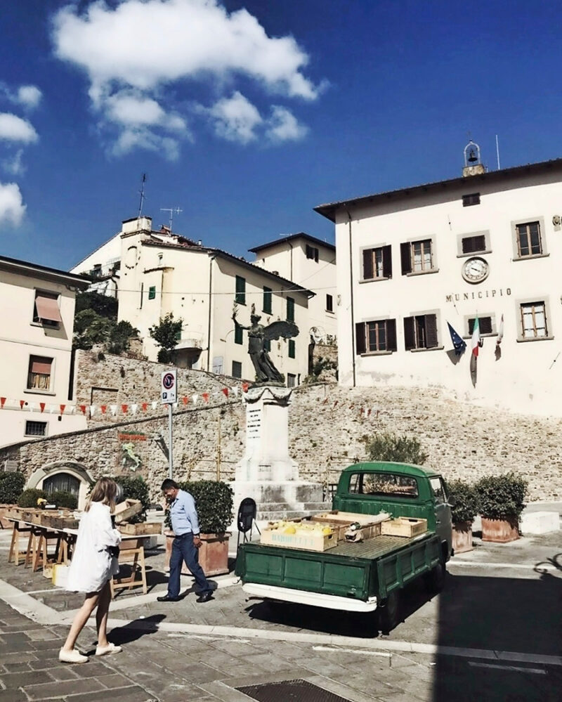 Marknad i lilla byn Bucine.