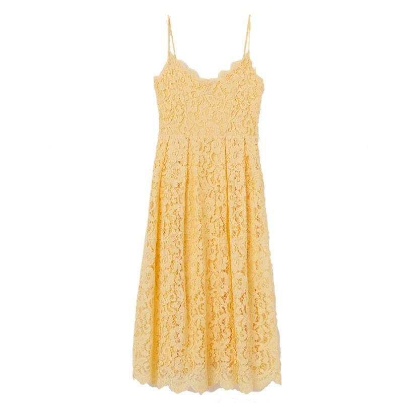 Gul spetsklänning