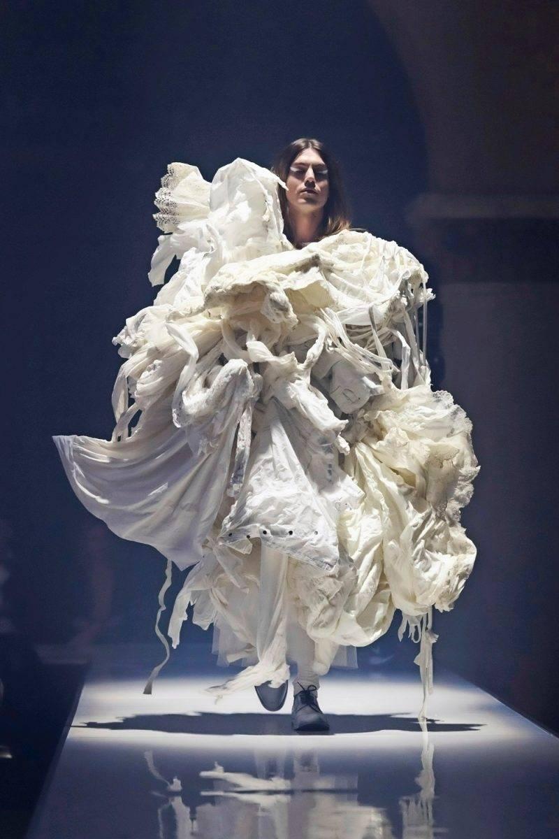 Martin Bergströms skapelser som visades på ELLE-galan bestod av gamla brudklänningar från H&Ms klädinsamling