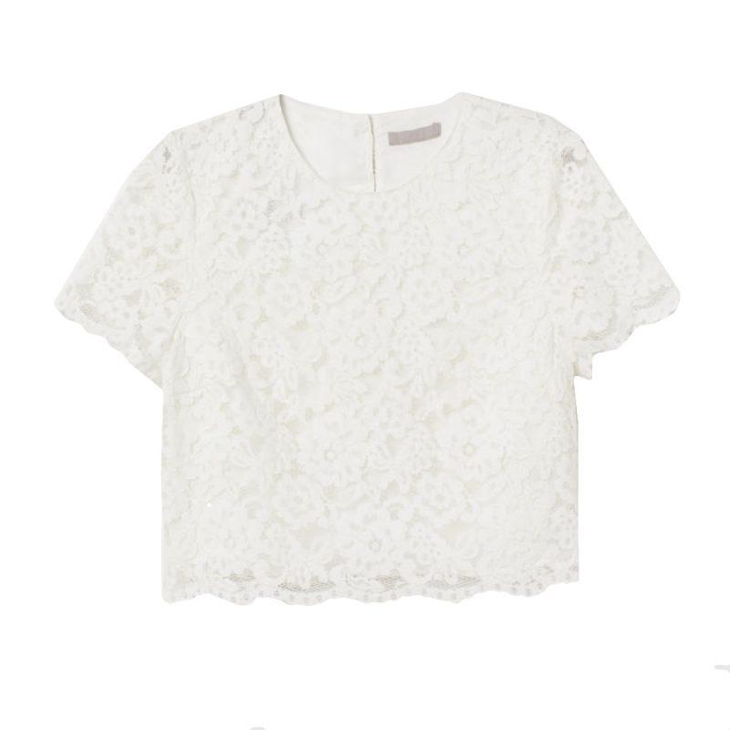 df7d609f2118 T-shirt i spets från H&M. Här kan du köpa den (reklamlänk via Apprl) .