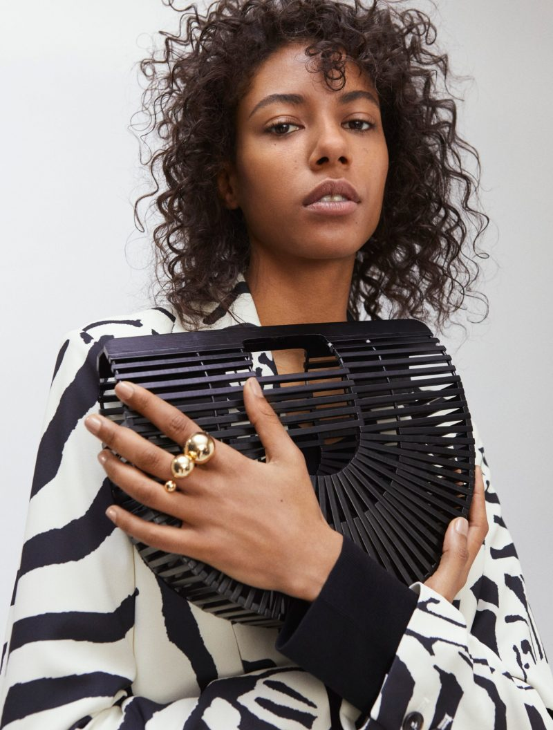 Så stylar du det trendiga djurmönstret, zebrakavaj från H&M Studio