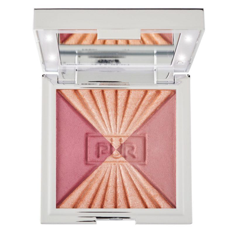 Kakan testar highlighters, här Pür Cosmetics Vanity Light Powder
