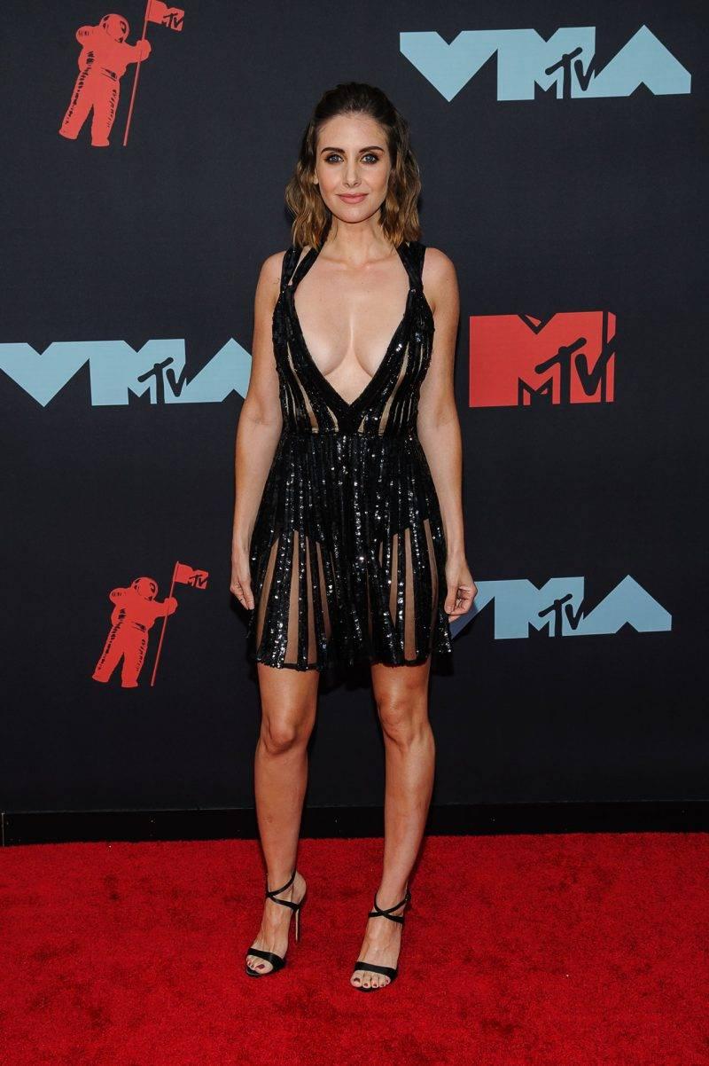 Alison Brie på röda mattan VMA 2019