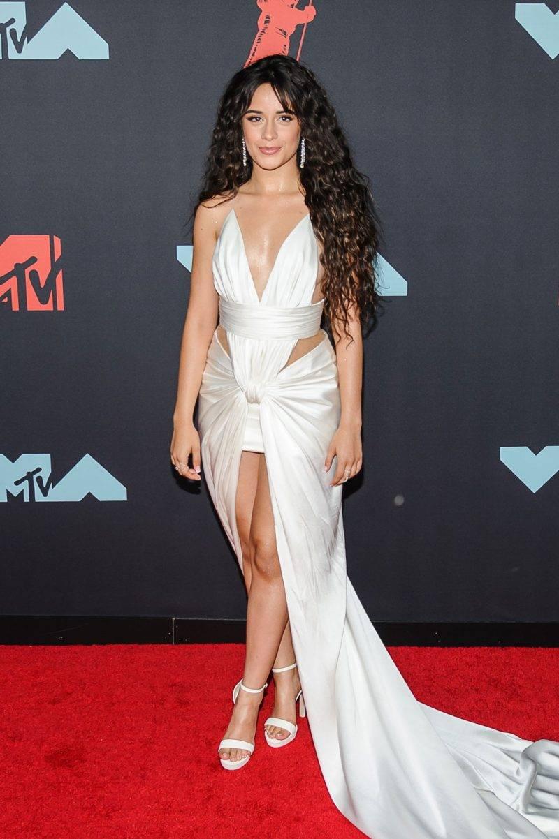 Camila Cabello på röda mattan på VMA 2019