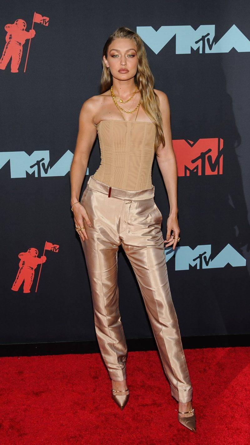 Gigi Hadid på röda mattan på VMA 2019