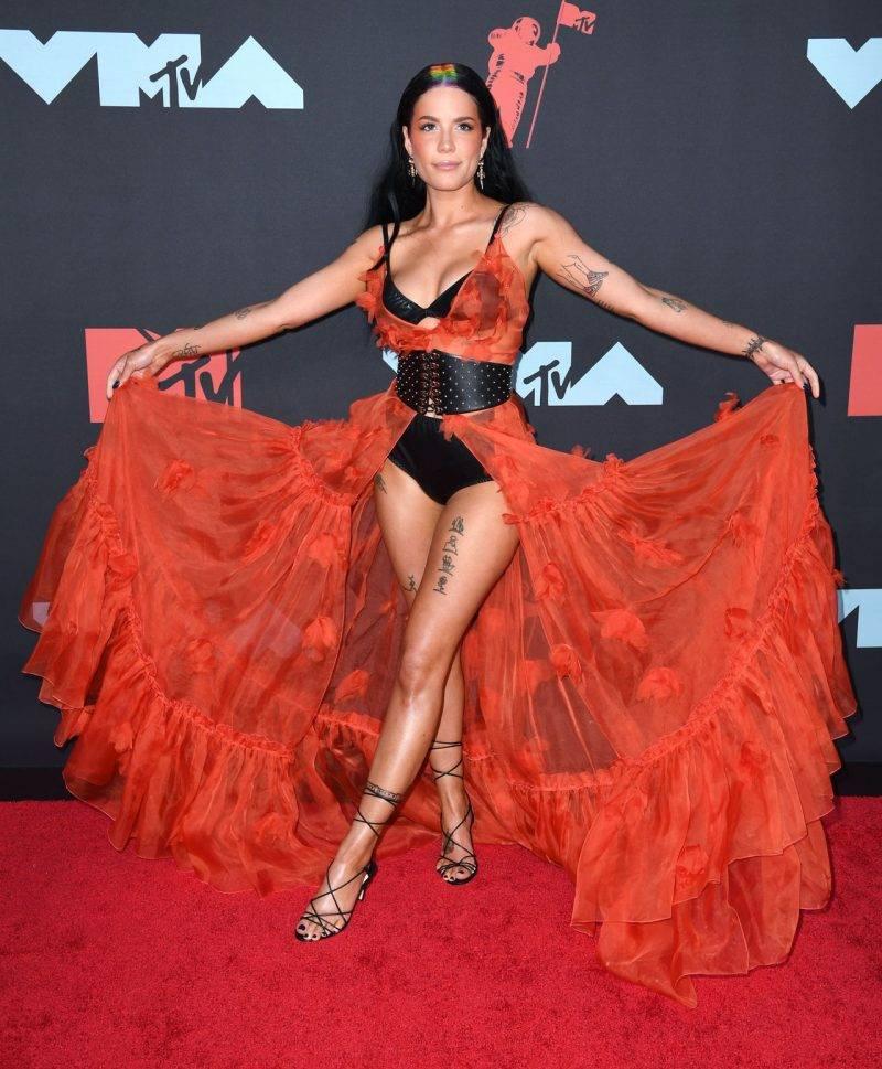 Halsey på röda mattan på VMA 2019