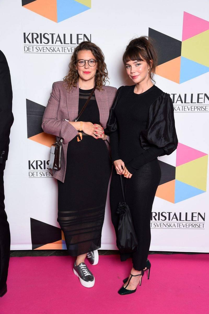 Josefin Neldén och Hedda Stiernstedt på röda mattan på Kristallen 2019