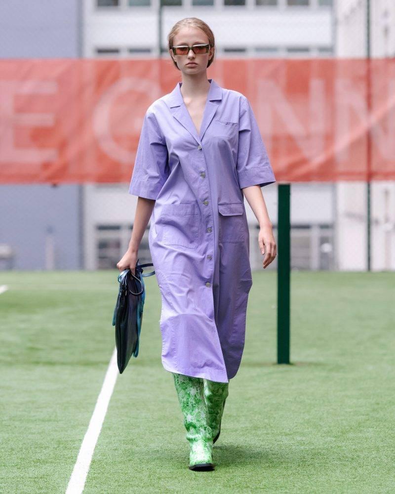 Ganni SS20-visning på Copenhagen Fashion Week, lila skjortklänning