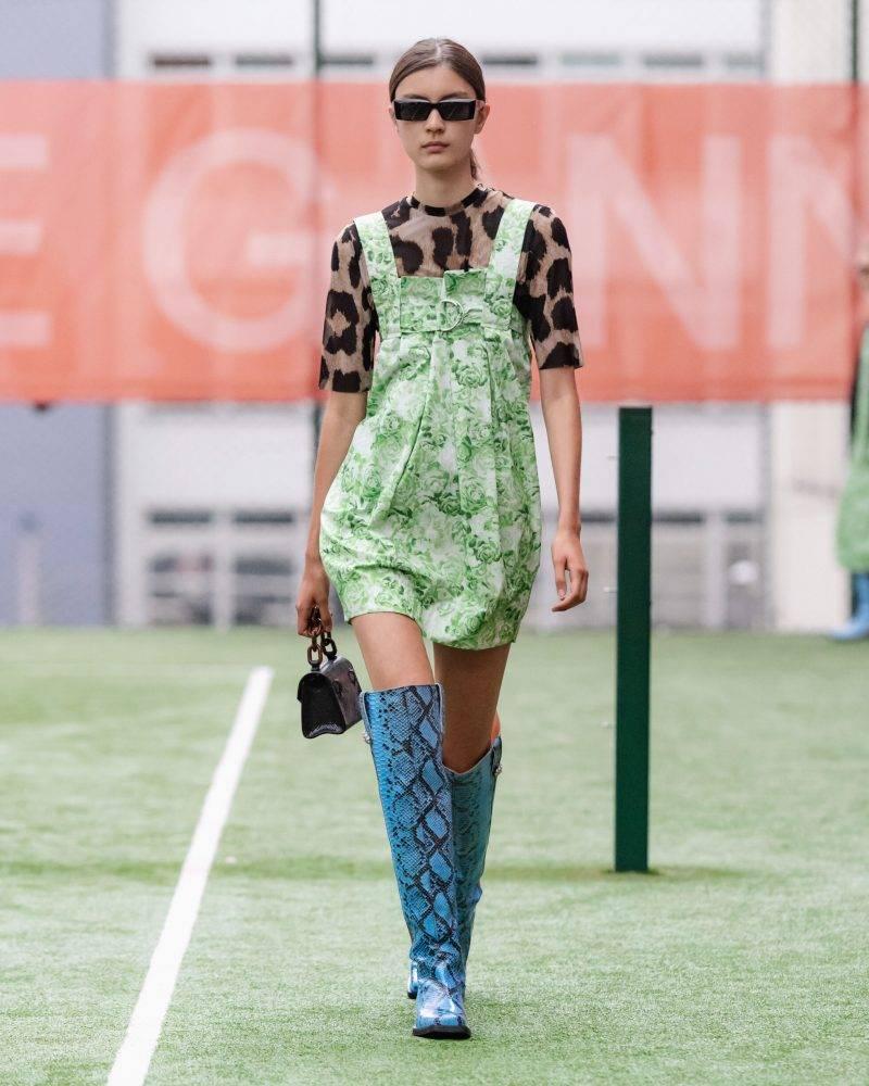 Ganni SS20-visning på Copenhagen Fashion Week, leopardmönstrad tröja
