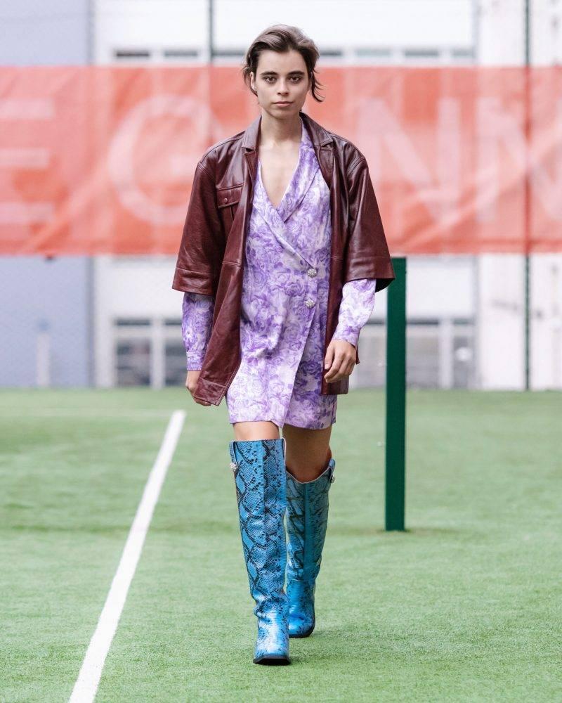 Ganni SS20-visning på Copenhagen Fashion Week, lila möter vinrött