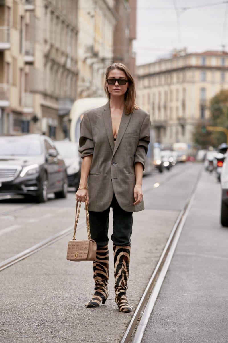 Milano Fashion Week Streetstyle SS20. Zebramönstrade stövlar.