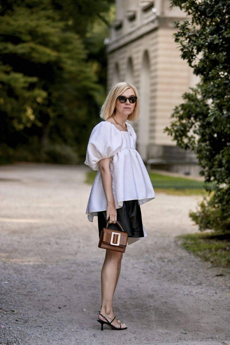 Milano Fashion Week Streetstyle SS20. Vit voluminös blus.