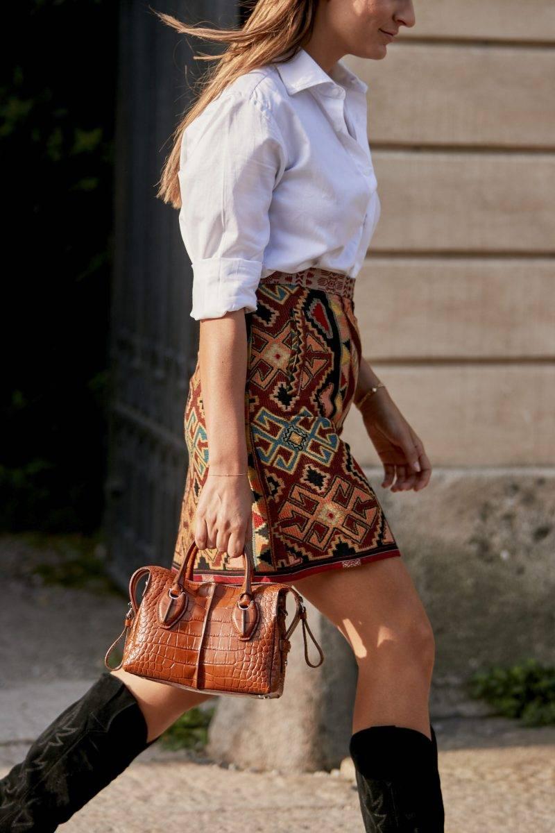 Milano Fashion Week Streetstyle SS20. Mönstrad kjol.
