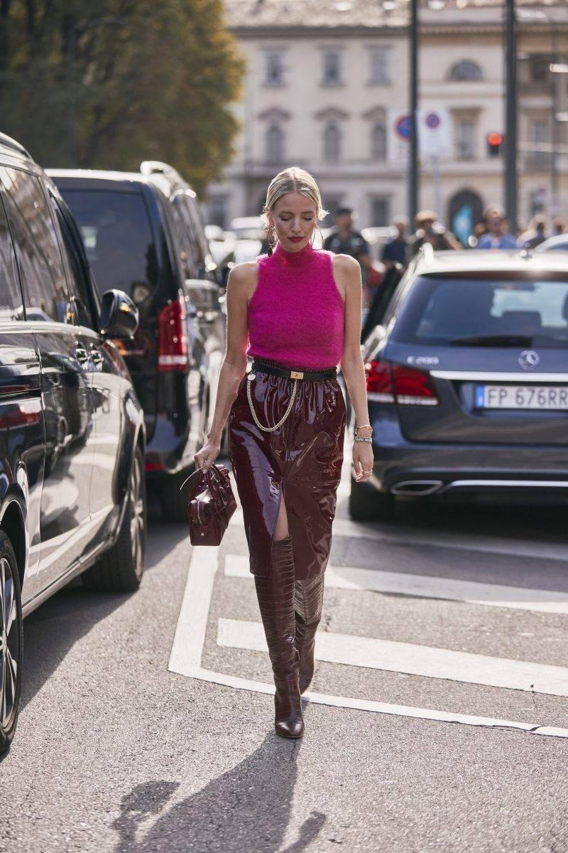 Milano Fashion Week Streetstyle SS20. Rosa ärmlös polo.