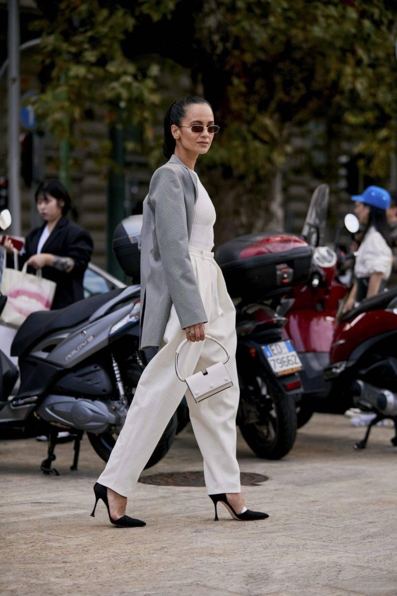 Milano Fashion Week Streetstyle SS20. Vit outfit.