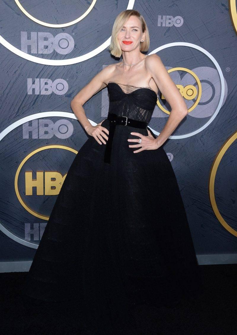 Naomi Watts på röda mattan på Emmy Awards 2019